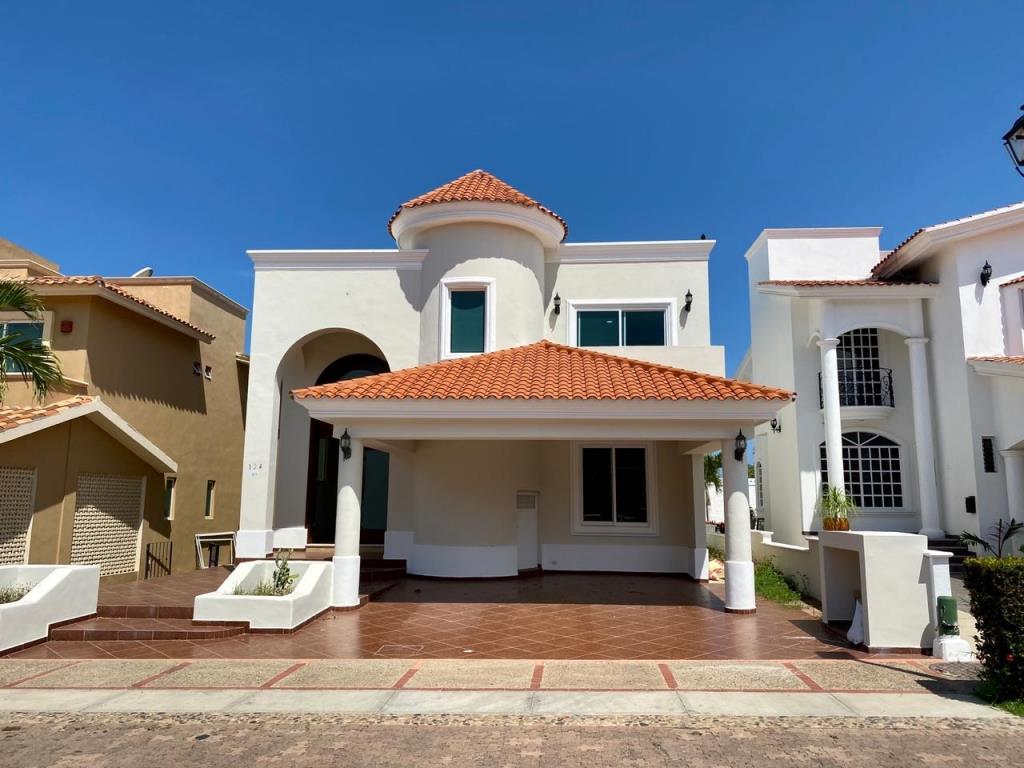 Hermosa casa en Club Real en Mazatlán